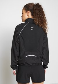 ONLY PLAY Petite - ONPPERFORMANCE RUN JACKET - Training jacket - black - 2