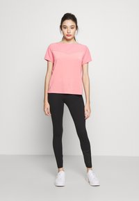 ONLY PLAY Petite - ONPJEWEL BOATNECK TRAINING TEE - Print T-shirt - strawberry pink/white gold - 1