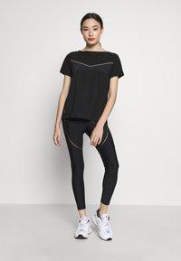 ONLY PLAY Petite - ONPJEWEL BOATNECK TRAINING TEE - Print T-shirt - black/white/gold - 1