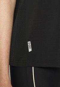 ONLY PLAY Petite - ONPJEWEL BOATNECK TRAINING TEE - Print T-shirt - black/white/gold - 5