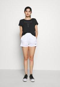 ONLY PLAY Petite - ONPFIONA ATHL LOOSE TEE - Camiseta estampada - black/white - 1