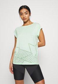 ONLY PLAY Petite - ONPMAGDALENA BURNOUT TEE PETITE - Camiseta estampada - green ash - 0
