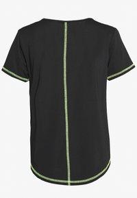 ONLY PLAY Petite - ONPALIX TRAINING TEE - Camiseta estampada - black/saftey yellow/iridescent - 1