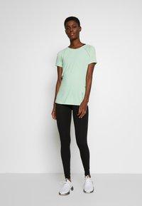 ONLY PLAY Tall - ONPPERFORMANCE RUN TEE TALL - T-shirts print - green ash - 1
