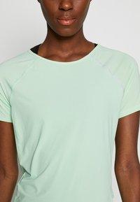 ONLY PLAY Tall - ONPPERFORMANCE RUN TEE TALL - T-shirts print - green ash - 4