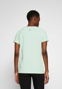 ONLY PLAY Tall - ONPPERFORMANCE RUN TEE TALL - T-shirts print - green ash - 2