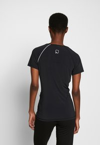 ONLY PLAY Tall - ONPPERFORMANCE RUN TEE TALL - Print T-shirt - black/red - 2