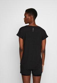 ONLY PLAY Tall - ONPAUBREE LOOSE TRAINING TEE  - Camiseta estampada - black - 2