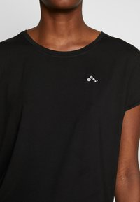 ONLY PLAY Tall - ONPAUBREE LOOSE TRAINING TEE  - Print T-shirt - black - 3