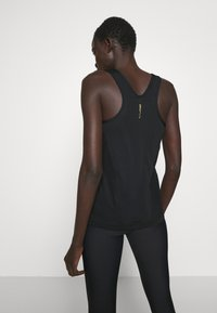 ONLY PLAY Tall - ONPJACINTE TRAINING TALL - Sports shirt - black/white gold - 2