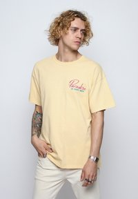 On Vacation - T-shirt imprimé - yellow - 0