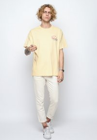 On Vacation - T-shirt imprimé - yellow - 1
