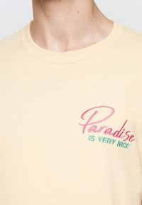On Vacation - T-shirt imprimé - yellow - 3