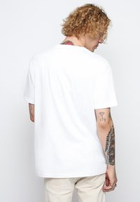 On Vacation - T-shirt basique - white - 2