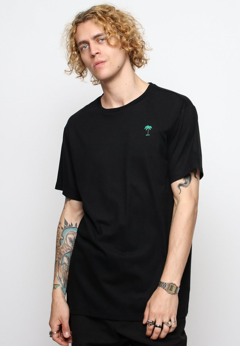 On Vacation - T-shirt basique - black