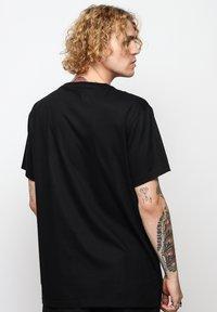 On Vacation - T-shirt basique - black - 2
