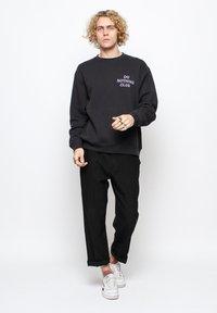 On Vacation - Sweatshirt - black - 1