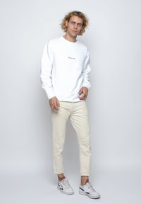 On Vacation - Sweatshirt - white - 1