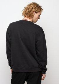 On Vacation - Sweatshirt - black - 2