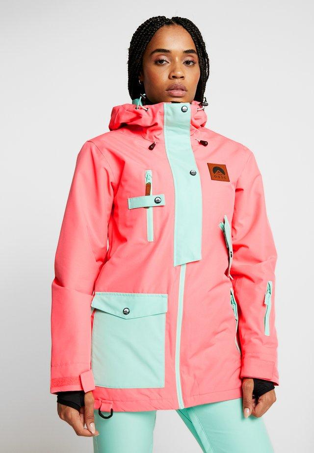 WOMENS JACKET - Ski jacket - coral