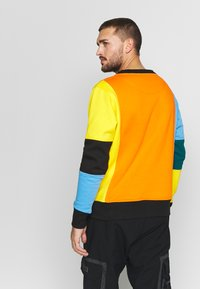 OOSC - CARLTON  - Felpa - orange/blue/green/black/yellow - 2