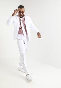 OppoSuits - WHITE KNIGHT - Oblek - white - 0