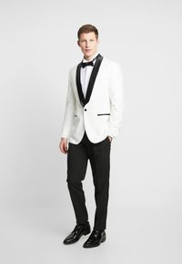 OppoSuits - PEARLY TUXEDO WITH BOW TIE - Completo - white - 1