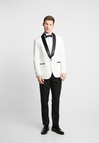 OppoSuits - PEARLY TUXEDO WITH BOW TIE - Completo - white - 0