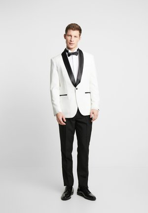 PEARLY TUXEDO WITH BOW TIE - Completo - white