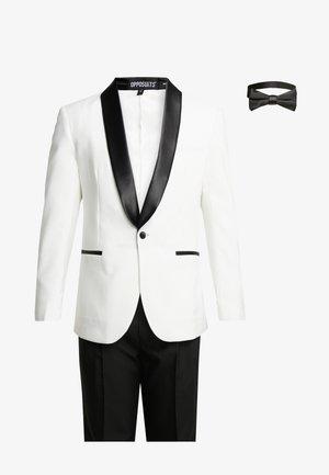 PEARLY TUXEDO WITH BOW TIE - Kostuum - white