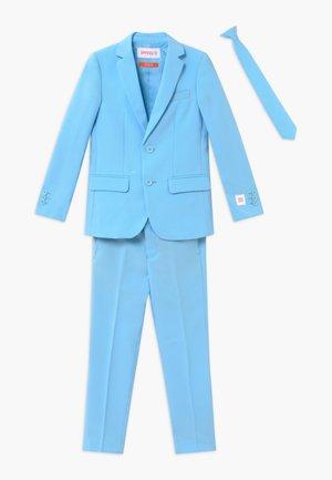Oblek - cool blue