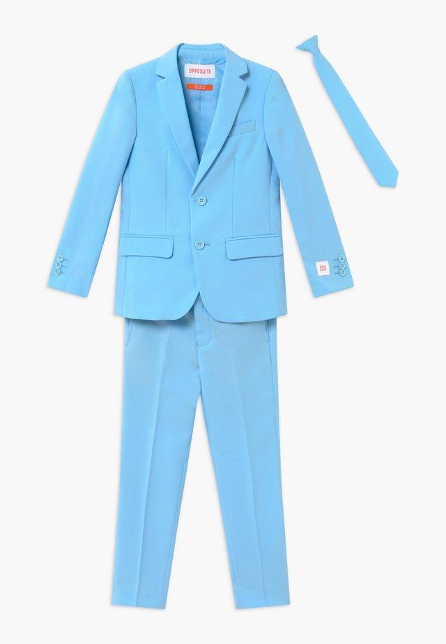 Suit - cool blue