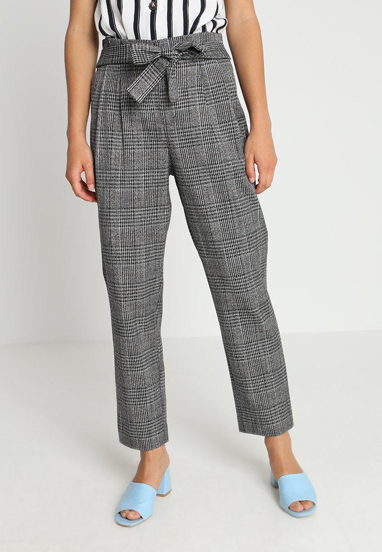ONLY Petite - ONLFLORENCE CHECK BELT PANT  - Kalhoty - black