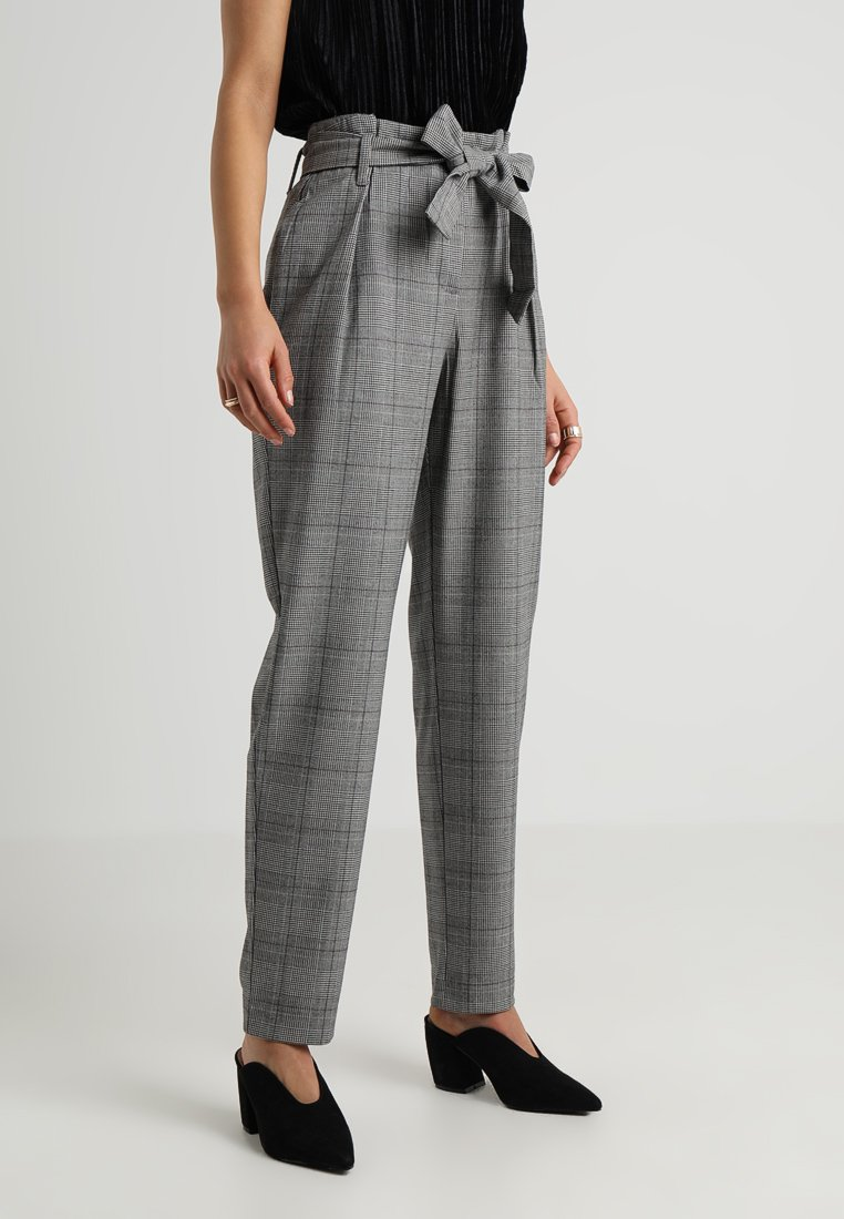 ONLY - ONLMUST NICE PAPERBAG PANT - Trousers - cloud dancer/black
