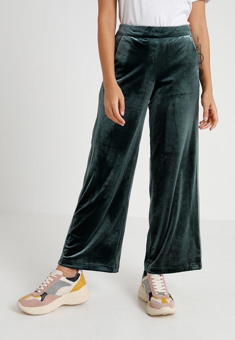 ONLY Petite - ONLLUXE WIDE LEG PANTS - Bukser - green gables