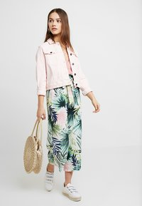 ONLY Petite - ONLTROPICAL PAPERBAG PANT  - Tygbyxor - cloud dancer - 1