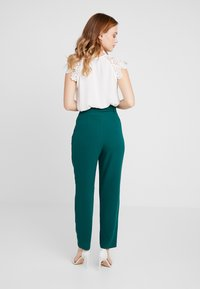 ONLY Petite - ONLPIPER PAPERBAG PANTS - Broek - forest biome - 2
