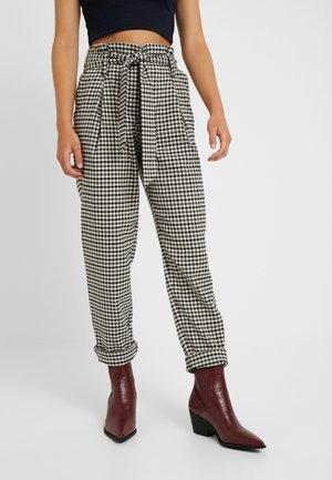 ONLLENA PAPERBAG PANTS - Pantalon classique - grape leaf/black/cream pink