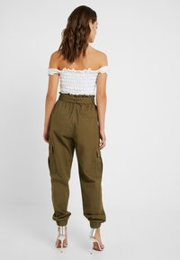 ONLY Petite - ONLMILES ANCLE CARGO PAPERBAG PANT - Trousers - beech - 2