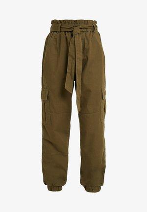 ONLMILES ANCLE CARGO PAPERBAG PANT - Pantalon classique - beech