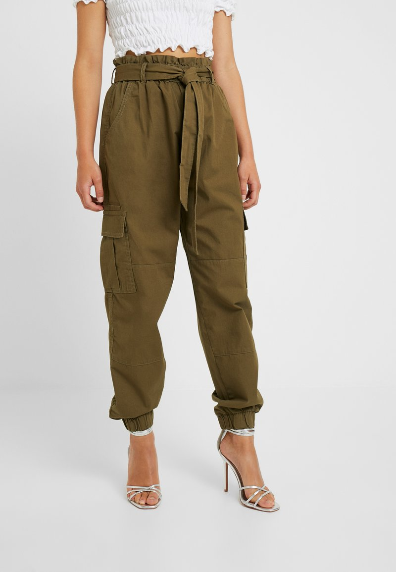 ONLY Petite - ONLMILES ANCLE CARGO PAPERBAG PANT - Stoffhose - beech