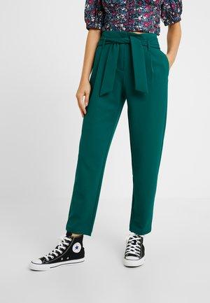 ONLCAROLINA BELT PANTS - Pantalon classique - forest biome