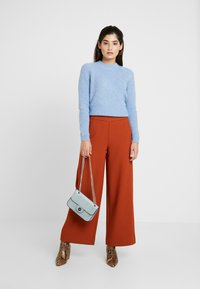 ONLY Petite - ONLINCA WIDE PANTS - Kalhoty - ginger bread - 2