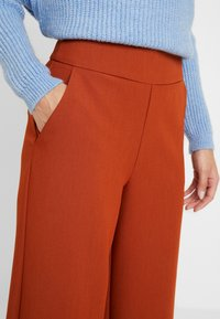 ONLY Petite - ONLINCA WIDE PANTS - Kalhoty - ginger bread - 6