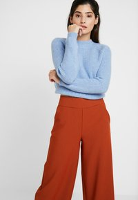 ONLY Petite - ONLINCA WIDE PANTS - Kalhoty - ginger bread - 4