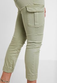 ONLY Petite - ONLMISSOURI ANKLE CARGO PANT  - Trousers - oil green - 3