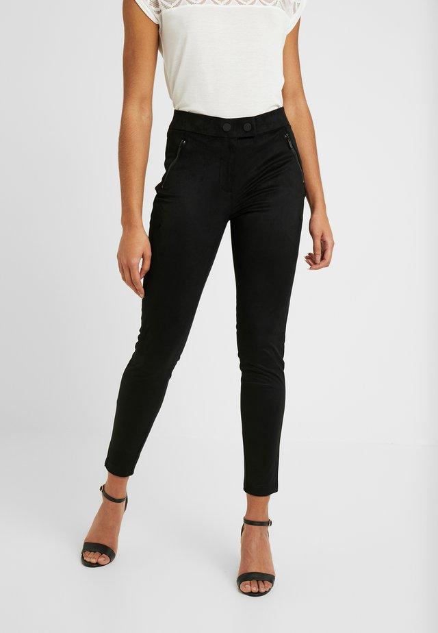 ONLTIA TUVA - Pantalon classique - black