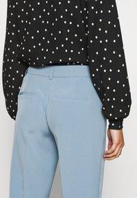 ONLY Petite - ONLVILDA ASTRID CIGARETTE PANT - Pantalones - faded denim - 3