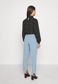 ONLY Petite - ONLVILDA ASTRID CIGARETTE PANT - Pantalones - faded denim - 2