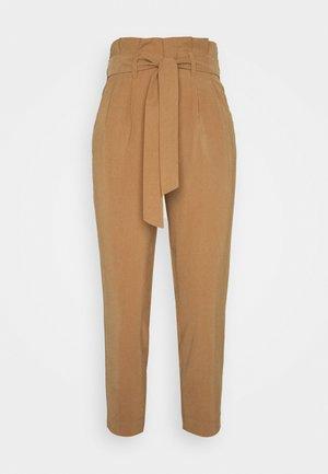 ONLSURI AINA PANTS - Spodnie materiałowe - toasted coconut